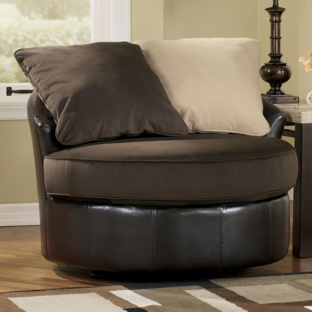 Oversized swivel chair beautiful swivel accent chair light for Oversized occasional chairs