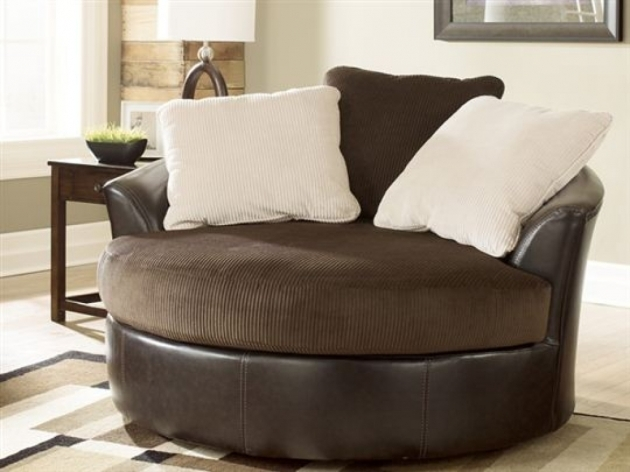 Swivel chairs for living room designer fashionable swivel for Trendy living room chairs