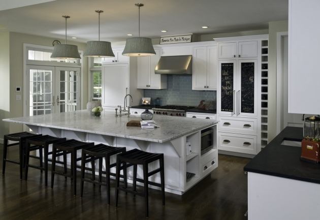 Amazing Kitchen Islands With Chairs Ideas